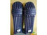 Kippax cricket pads RH bat, senior like new RRP £75.00