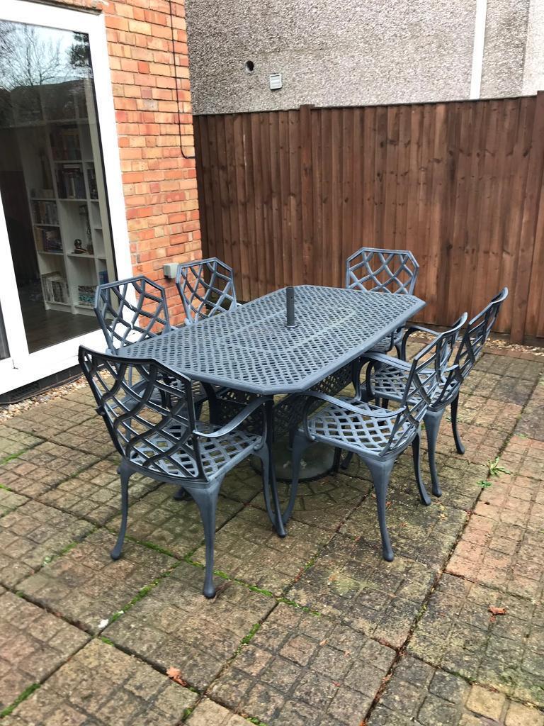 Cast aluminium garden furniture set
