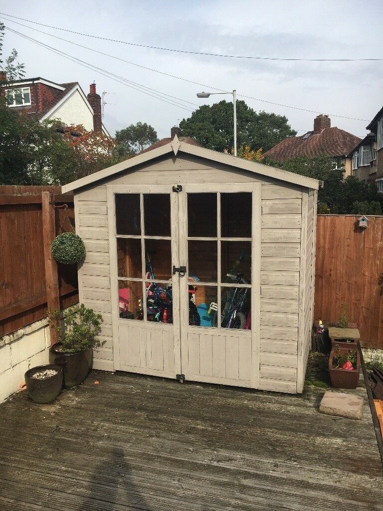 Summer house / shed / storage.