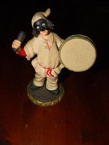 Statuina-statuetta-Pulcinella-suonatore-con-tamburo-resina-cm-12