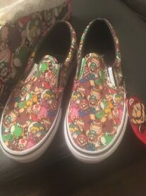 Brand new with tags and box limited edition Nintendo vans kids trainers size 1.5