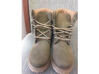 Woman's Timberlands Size 5