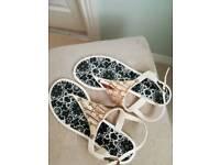 Cream waterproof toe-post sandals size 4