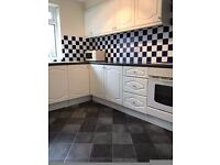 NO FEES and 1 WEEK FREE 2 bedroom flat with single garage, fitted kitchen with washing machine