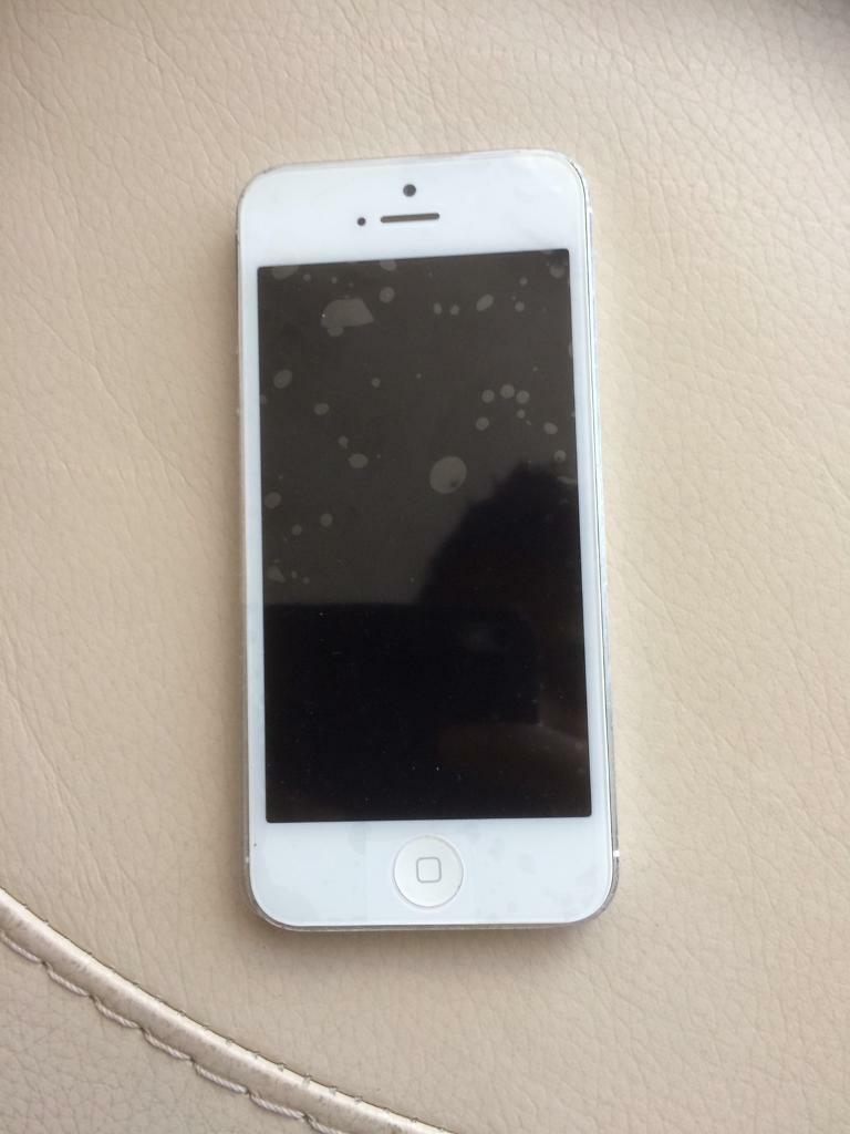 iPhone 5 16gb locked to 02 network. Good condition