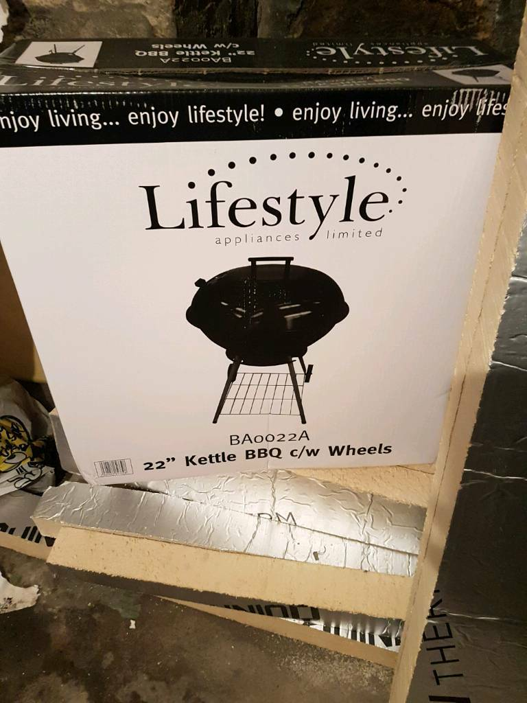 "22"" KETTLE BBQ WITH WHEELS BRAND NEW"
