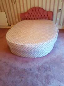 Kingsize round bed . Excellent condition
