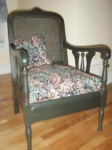 Gorgeous antique wood and upholstered chair Gatineau Ottawa / Gatineau Area image 2