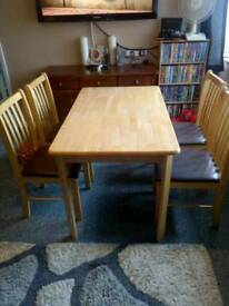 Lovly table and 4 chairs