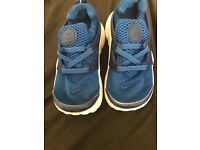 Infant boys Nike air presto trainers size 8