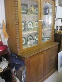 RUSTIC VINTAGE ORNATE GLAZED DRESSER. TOP DETACHABLE. IDEAL PAINTED PROJECT. VIEW/DELIVERY POSSIBLE
