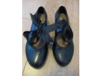 BLOCH TAP SHOES LOOK NEW size 13 split sole (tap on heel & toe) with ribbon - IMMACULATE