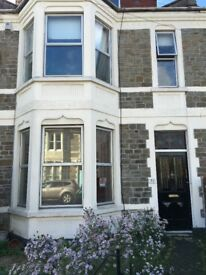 1 bedroom ground floor flat available in Bishopston with a shared garden. Rent includes water