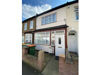 Spacious 2 Bed First Floor Flat Located In Manor Park E12