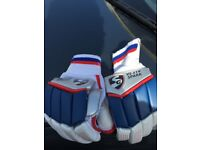 SG VS 319 Spark Gloves - BRAND NEW- Small Mens