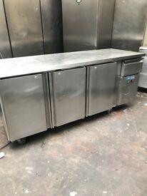 Commercial bench fridge, preparation fridge, under counter fridge