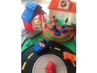 Fisher Price Little People Village/Town moving road, shop with noises, village
