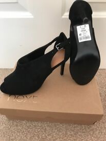 Ladies size 5 shoes