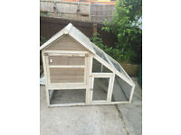 chicken coop , holds upto 8 chickens