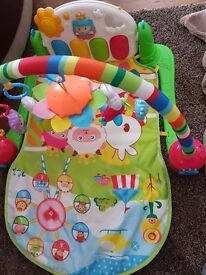 Baby activity arch and piano