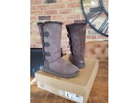 USED UGG BOOTS - TALL CHOCOLATE BROWN BAILEY BUTTON TRIPLET SIZE: UK 4.5, USA 6, EU 37, used for sale  Middlesbrough, North Yorkshire