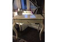 High gloss dressing table