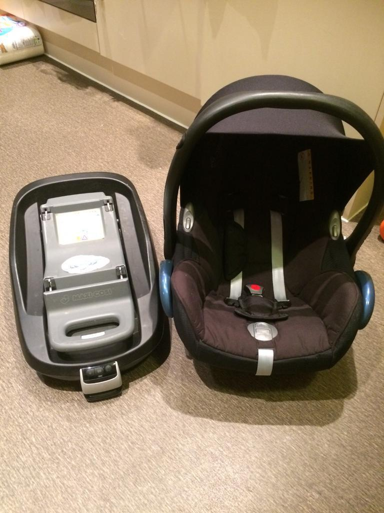 Maxi cosi baby car seat and family fix base