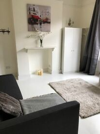 Beautiful large studio in the heart of Richmond £995pcm all new furniture 5min from the station