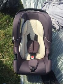MOTHERCARE CAR SEAT IN IMMACULATE CONDITION ALL CLEAN READY TO USE