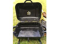Freestanding charcoal barbeque
