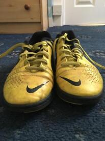 Black and yellow football boots size 4