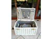 BARGAIN picnic hamper basket with belt and thermos