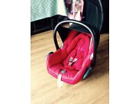 Maxi-cosi Cabriofix red car seat with raincover