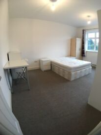 SPACIOUS BRIGHT DOUBLE ROOM IN MODERN FLAT