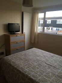 Large Double Room in quiet residential road. High Wycombe