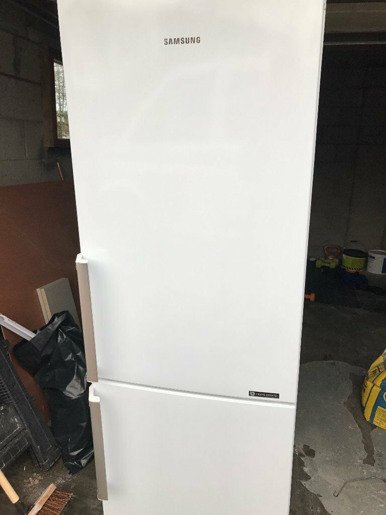 Samsung Free standing fridge freezer. Only 1 year old, good condition. 10 Year warranty