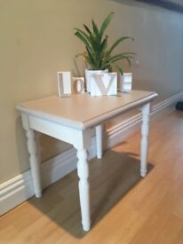Beautifully restored side/lamp table!