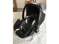 Maxi-Cosy Pebble Plus Baby Car seat with newborn insert