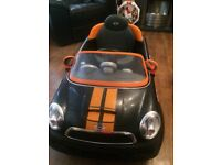 Kids battery car excellent cont hardly been used would make a lovely Xmas present