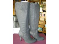 BLACK LEATHER KNEE HIGH BOOTS SIZE 5 NEW IN BOX