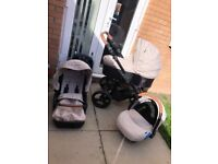 Venicci Gusto Pram Set with Isofix Base