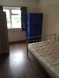 LOVELY DOUBLE ROOM FOR RENT IN MITCHAM, CLOSE TO TOOTING
