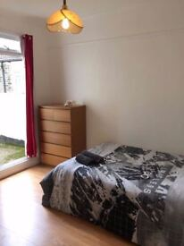 Amazing double room with private garden available close to transport and shops. 2 WEEKS DEPOSIT!!!