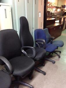 Chaise de bureau ergonomique usagée en excellent état!