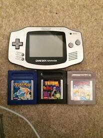 Silver Gameboy advance + games