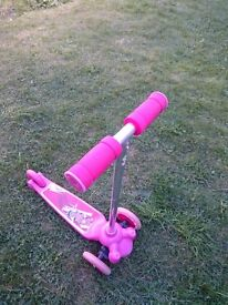 Twist § Roll scooter for a child in age about 2-5 year old.