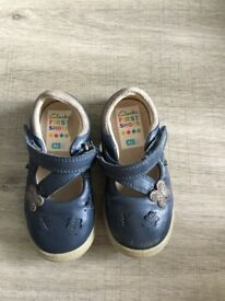 Clarks first shoes size 4/5 G