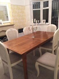 Oak Dining Table - extendable. Good condition. Set of 6 chairs also available