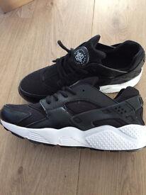 Nike Huarche Trainers size 8