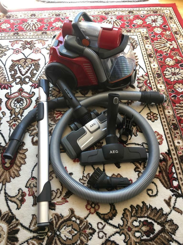 AEG UltraFlex Bagless Hoover / vacuum cleaner